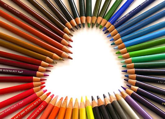 amore cuore con matite colorate