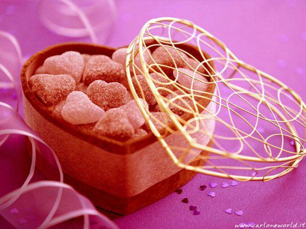 Bellissima immagine d'amore con dolci a forma di cuoricini