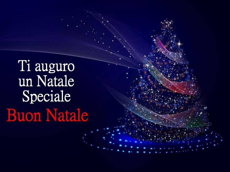 Immagine Auguri Natale: Auguri Buon Natale con spettacolare albero di Natale